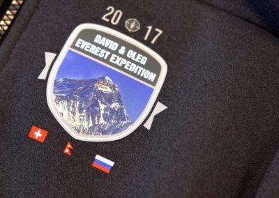Diverse Bekleidung für eine Everest Expedition 2017 mit Textildruck veredelt