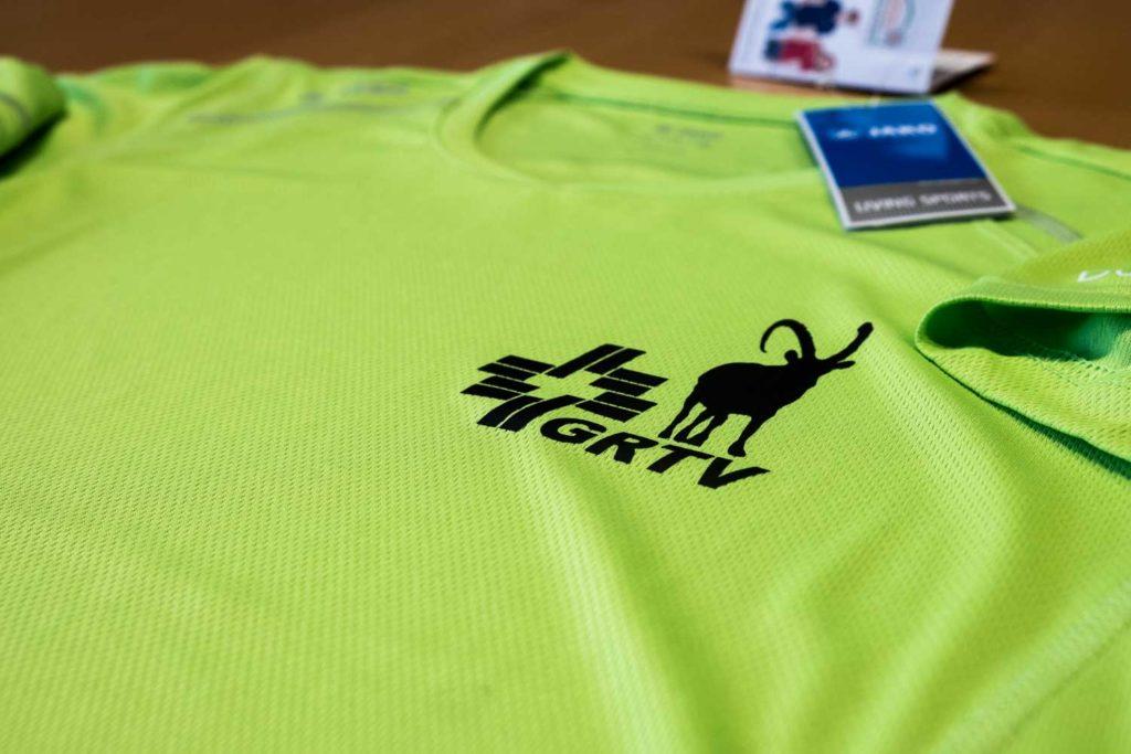 Jako Sportshirts mit Logo für den Bündner Turnverband