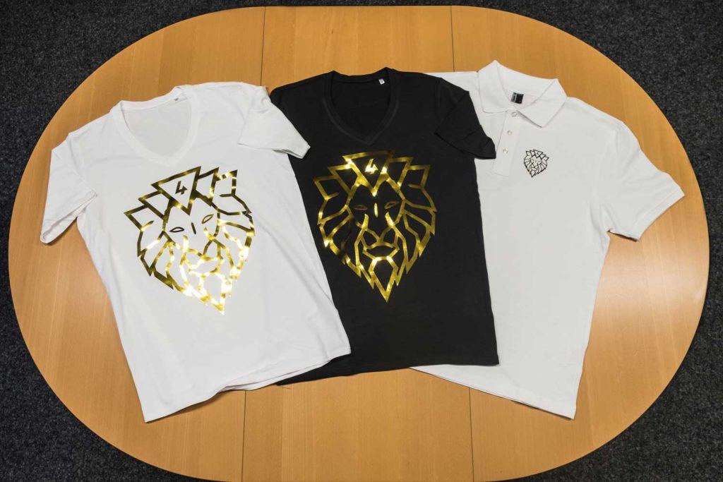 Mit Goldfolie bedruckte T-Shirts für Lions4Business aus Landshut in Deutschland