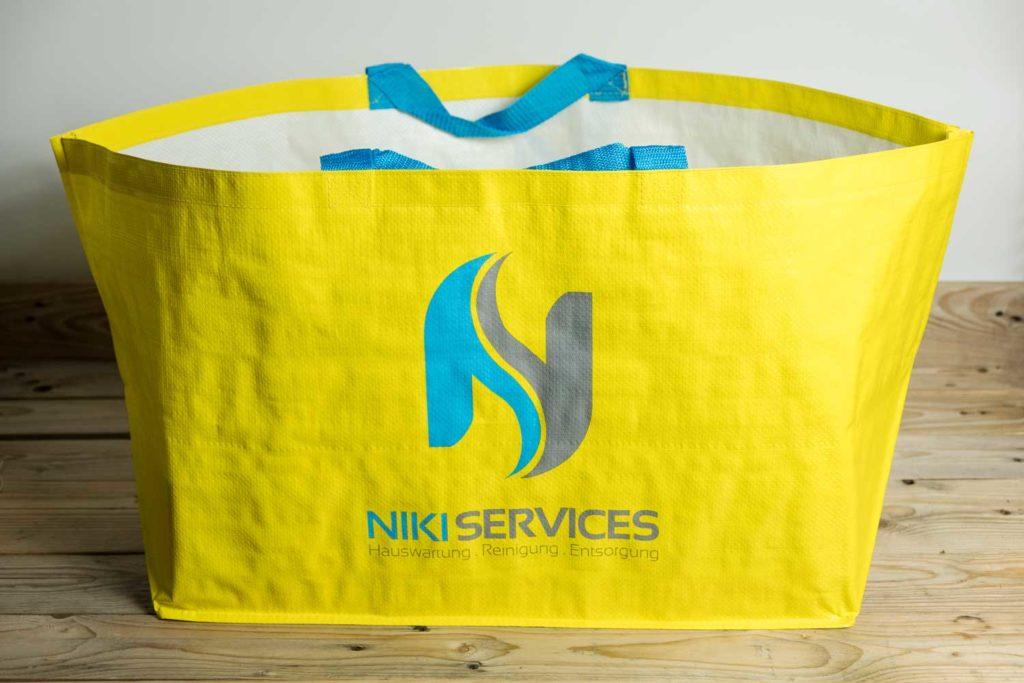 """Bedruckte """"Ikea Style"""" Taschen für Niki Services in Domat Ems"""