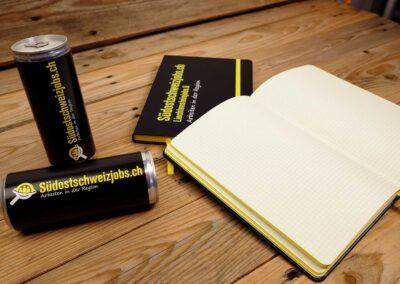 Energydrinks sowie Notizbücher für suedostschweizjobs.ch