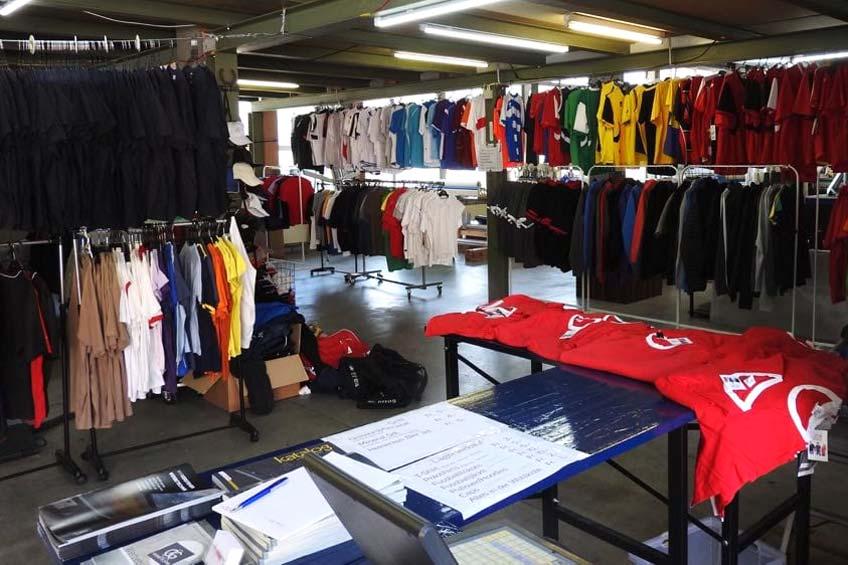 T-Shirts, Jacken, Pullis und vieles mehr. So sah das letztes Jahr aus. Dieses Jahr mit noch mehr Hoodies, Vesten und Jacken...